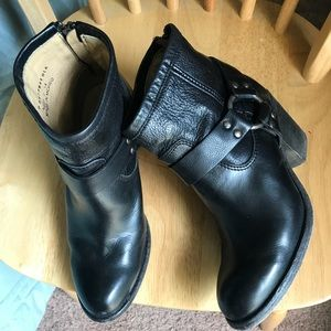 Beautiful booties from FRYE leather black Size 6